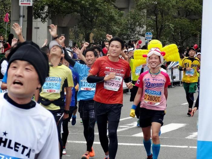 No image お笑いコンビ「サバンナ」の八木真澄(42)が20日、「第6回 神戸マラソン」に