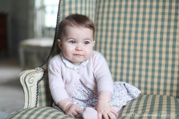 6カ月になった英国のシャーロット王女(英国公邸ケンジントン宮殿)