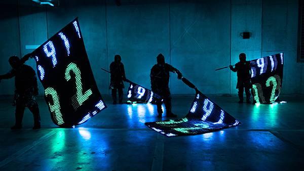 ディスプレイのような旗「LED VISION FLAG」を、クリエイティブカンパニーmplusplusが開発