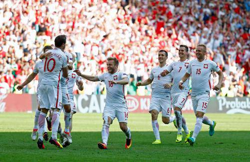 ... スイスをPKで下す 欧州選手権